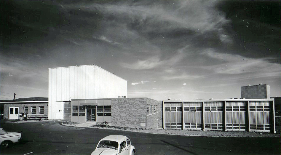 A large research wing, with laboratory and classrooms added to the reactor building